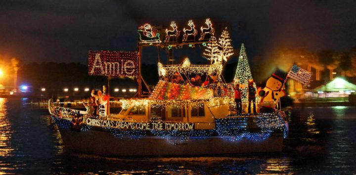 """<h3>Chistrmas Boat Parade of Lights on Lake Conroe</h3>""""> </div> <div class="""